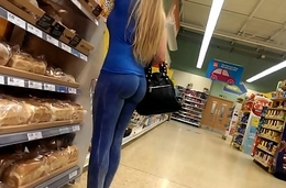 Tight candid milf bubble peal blue yoga pants