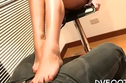 Playgirl lets her feet talk